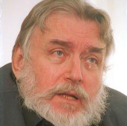 Adrian Paunescu – viata fara de moarte sau cum sa mori, traind in mormant