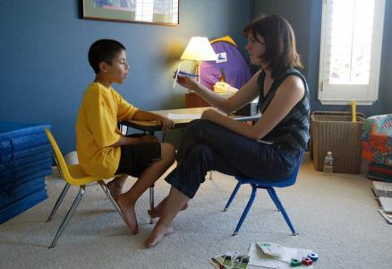 Când considerăm învăţat un item nou, în terapie ABA? Trucuri pentru scăderea frustrării