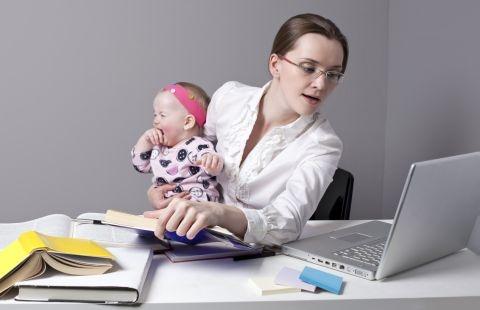 """Femeile de carieră nu sunt cele care """"dau iama în muncă"""", să fugă de responsabilităţile de acasă, de un soţ mereu absent emoţional şi de copiii """"prea enervanţi""""!"""