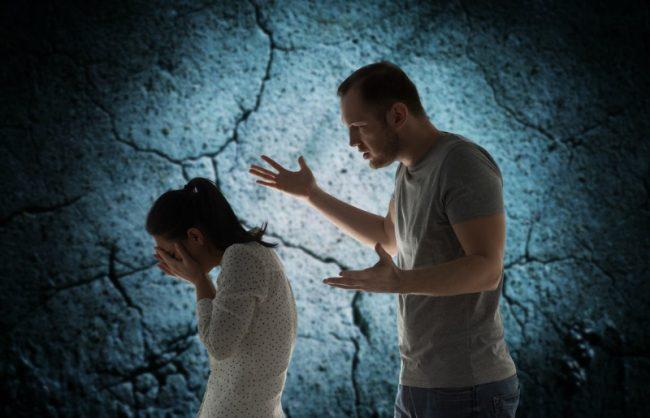 13 semne că sunteţi într-o relaţie abuzivă